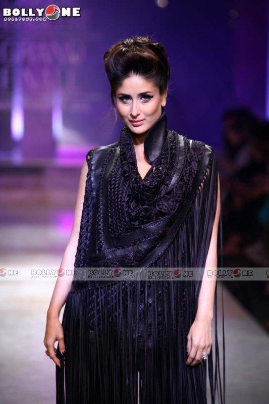 Kareena Kapoor Walks for Designer Kallol Datta at Lakme Fashion Week 2012 + Kareena Kapoor Walks for Pankaj, Nidhi at Lakme Fashion Week 2012