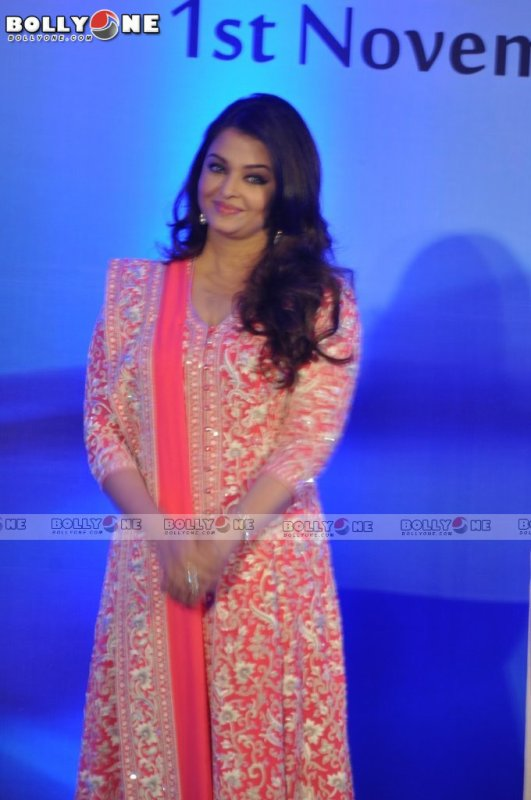 Aishwarya Rai Bachchan Receives the honour from the French government