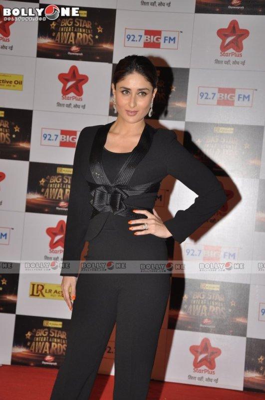 Kareena Kapoor and Priyanka Chopra at Big Star Entertainment Awards 2012