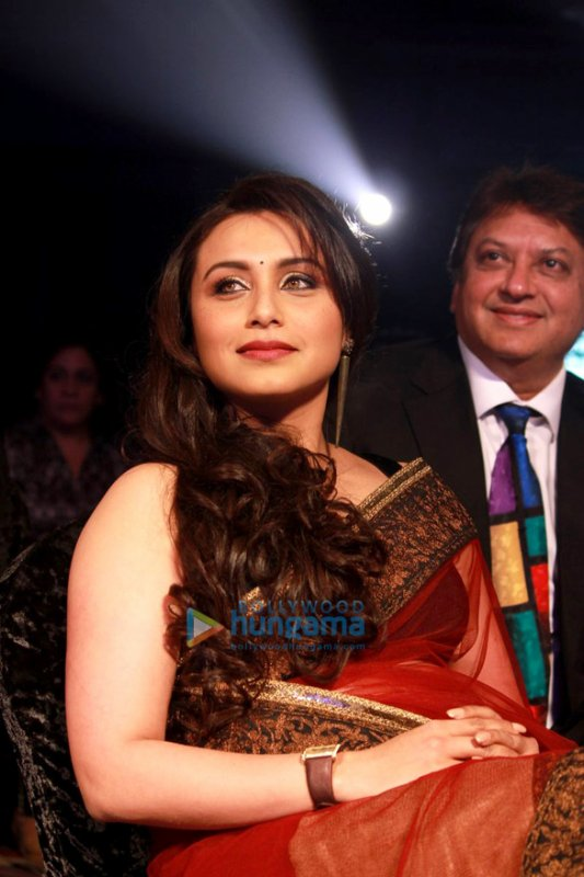 Rani and Karishma Kapoor Women Awards in Dubai