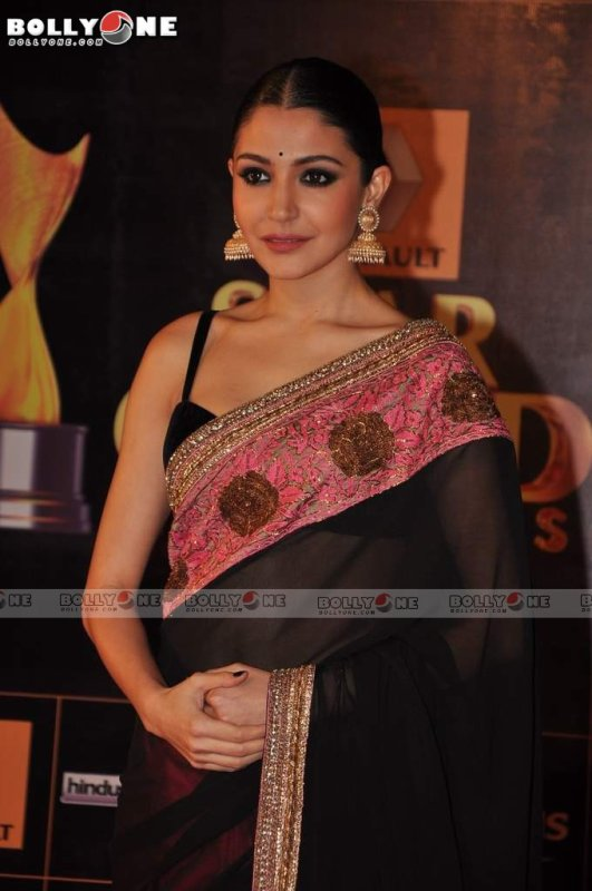 Anushka Sharma in Manish Malhotra Sari at the Star Guild Awards