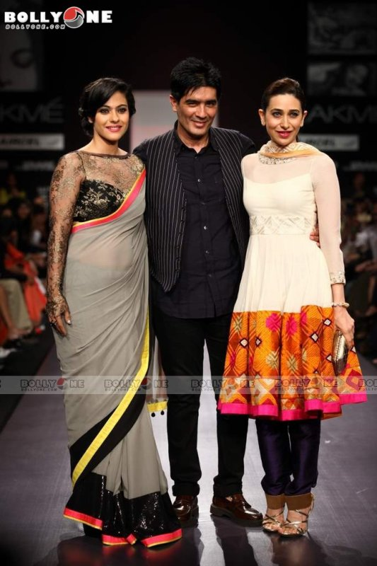 Kajol, Karisma Kapoor Walks Ramp for Manish Malhotra at the Lakme Fashion Week