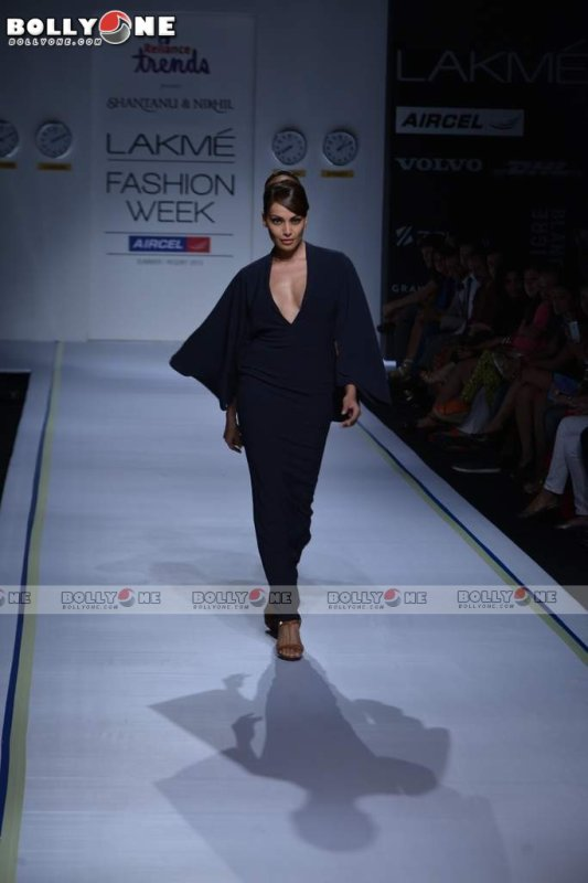 Bipasha Basu Walks Ramp For Shantanu Nikhil At Lakme Fashion Week