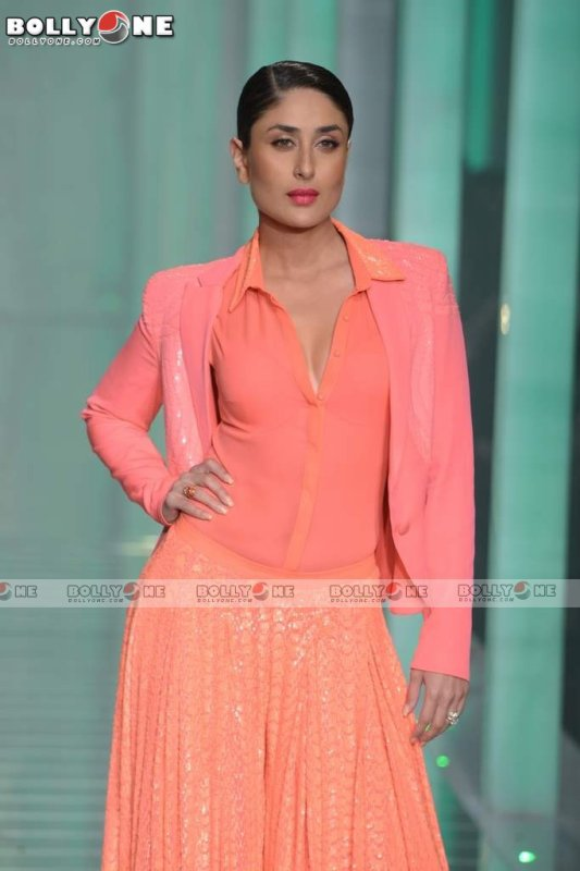 Kareena Kapoor Walks Ramp For Namrata Joshipura at Lakme Fashion Week Finale