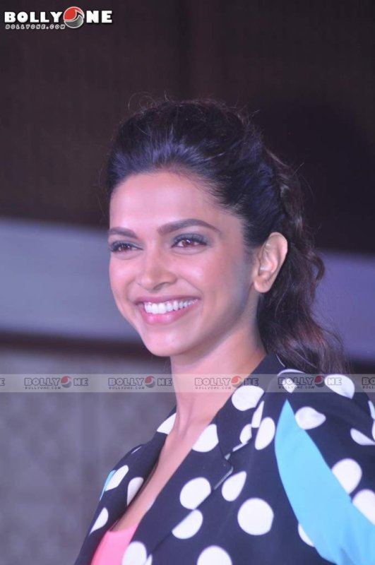 Deepika Padukone Jabong Yeh Jawaani Hai Deewani Collection Launch