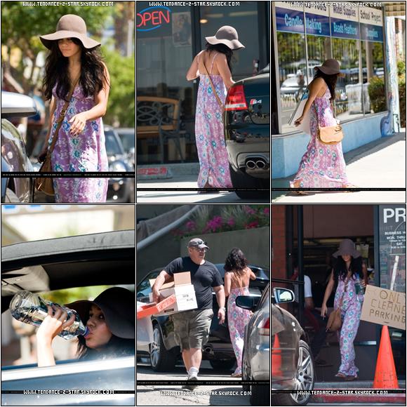 Vanessa Hudgens s'est arrêtée hier (30 août) par son ancienne maison afin d'aider son père à nettoyer un petit peu avant de se rendre dans un magasin et au lavage de voiture. < Texte par le site source officialy-zanessafied et non par moi merci :)