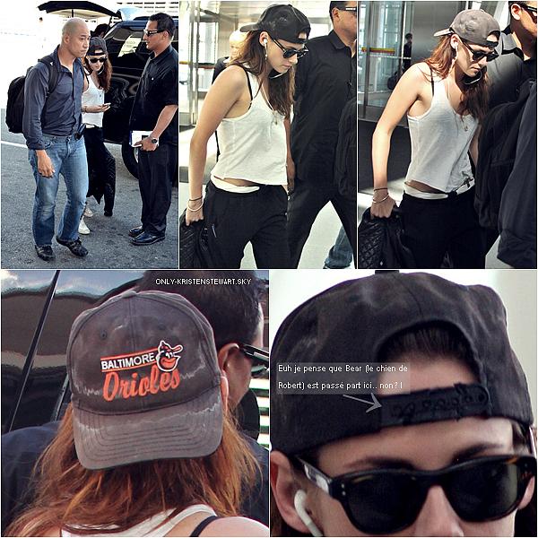 09.09.12 - Kristen à l'aéroport de Torronto + New photo avec Scott Feinberg + VTI vidéo.