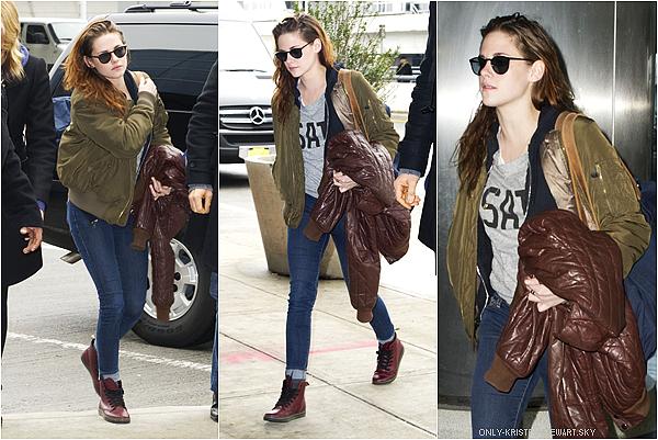 12.01.13 : Kristen a été aperçue à l'aéroport de New York (Elle était avec Rob dans la ville, mais lui est partie avant, pour préparer les Golden Globe Awards qui a lieu ce soir 13.01.13).