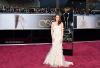 24.02.13 : Kristen (magnifique, sublime et parfaite.. même avec des béquilles) était bien présente au Oscar 2013, elle présentée le prix du meilleur décor avec Daniel Radcliffe :