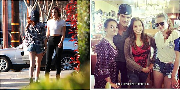 13.03.13 - Taylor, Kristen et ces amis étaient faire du baseball dans des cages à Los Angeles :