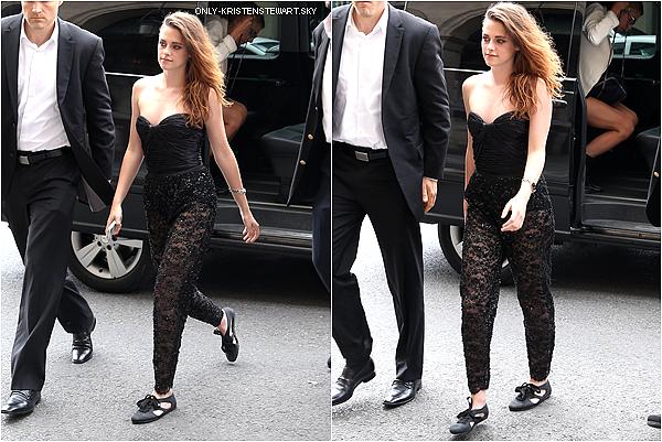04.07.13 - C'est le dernier jour de la Fashion Week de Paris, Kristen était au défilé de Zuhair Murad: