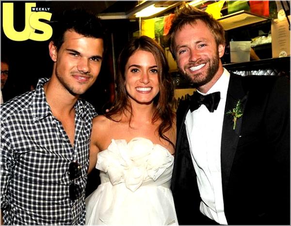 *  Candids : Taylor était au mariage deNikki Reed etPaul McDonald's qui avait lieu le 16 Octobre. Les photos viennent tout juste d'apparaitre, d'autres seront ajoutés si apparition.  *