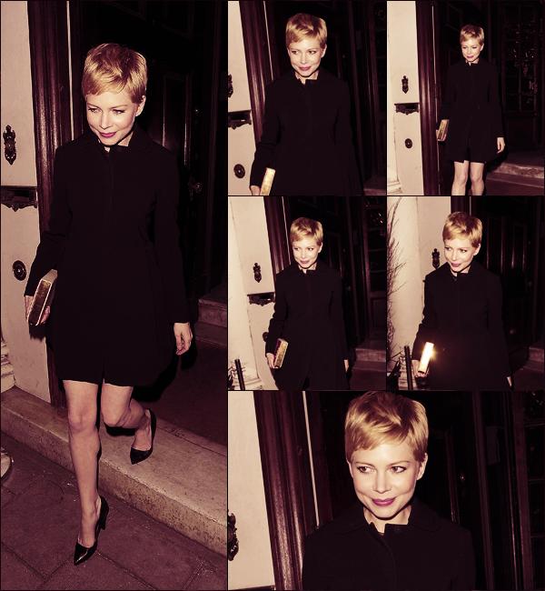 • • Apparition Publique // Au dîner qui suivait le défilé Mulberry automne-hiver 2012/13, la belle arborait une robe en dentelle et en cuir faite sur-mesure. Toujours le 19 Février, Michelle a été photographié à la sortie du dîner organisé par Mulberry !