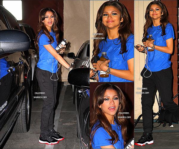 . 16/04/2013 : Zendaya dans les rues de Los Angeles avec un paquet de céréales en main. .