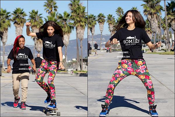". 28 Octobre ; Zendaya faisant du SkateBoard à ""Venice Beach"" ."
