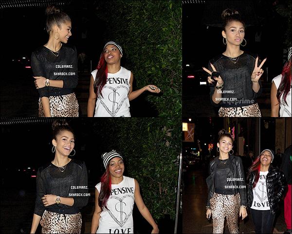 . 29 Novembre ; Zendaya et une amie au concert des Jonas Brothers. .