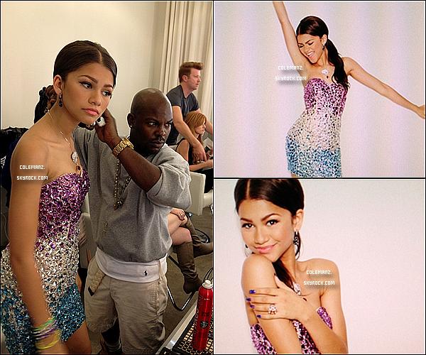 . Découvrez  3 nouvelles photos de Zendaya lors du photoshoot Seventeen. .