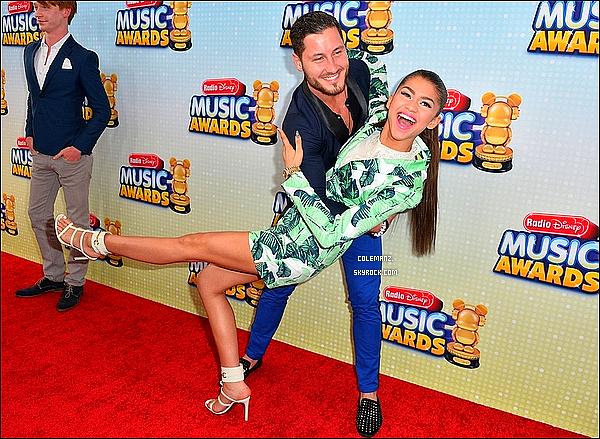 . 27/04/2013 : Plus belle que jamais,Zendaya était présente au Radio Disney Music Awards. .