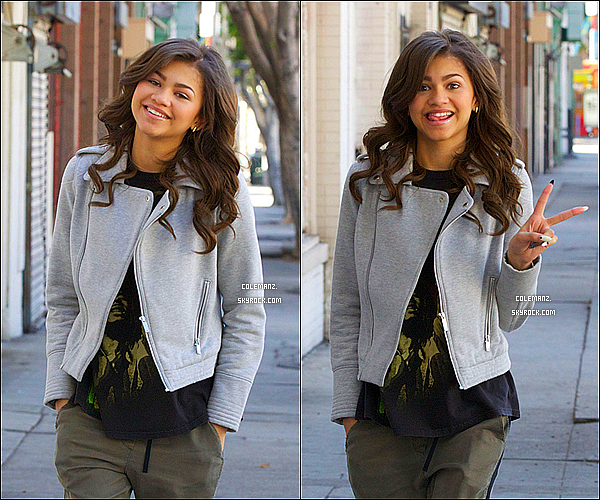 . 09/02/2013 : Zendaya Sortant du LA Vegan Crepe à Los Angeles .