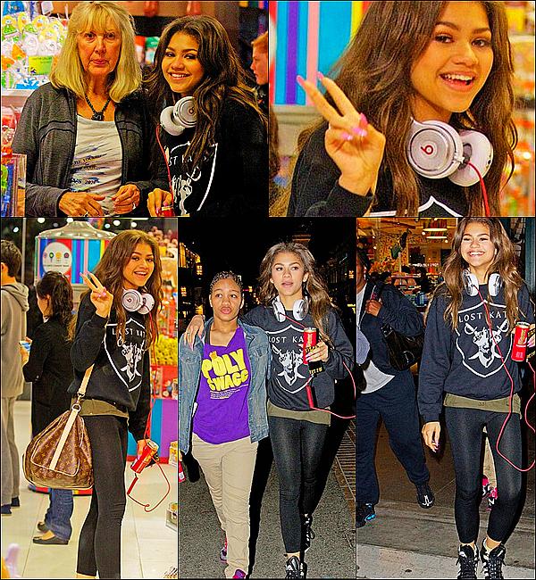 . 17/03/2013 : Zendaya , sa famille et ses amies allant dans une boutique de bonbons,Los Angeles. .