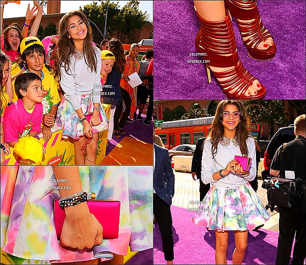 . 23/03/2013 : Notre sublime Zendaya était présente au Kids Choice Awards 2013. Je trouve Zendaya juste magnifique,elle est sublime! Je lui accorde un immense top ! .