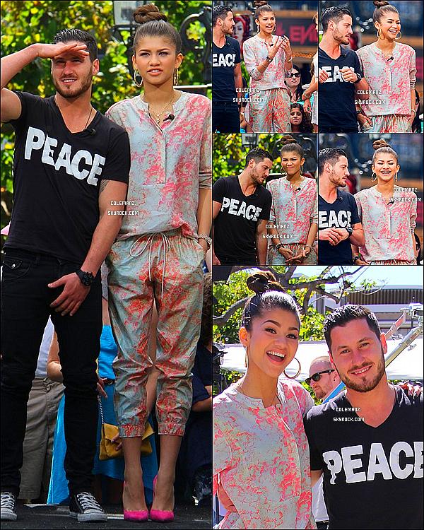 . 17/04/2013 : Zendaya et son partenaire Val dans les rues de Los Angeles au Celebrity The Grove. .