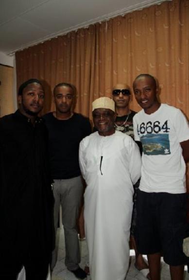 Aux Comores avec son groupe