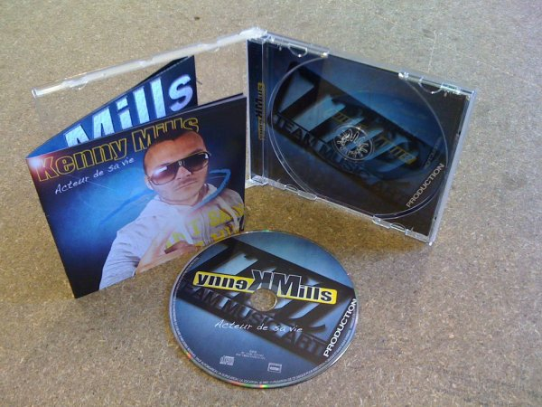 Voila l'album Acteur de sa vie De Kenny Mills ...