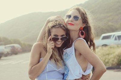 Sur les chemins de la vie on y est qu'un instant mais dans le coeur d'un ami on y est toujours présent.