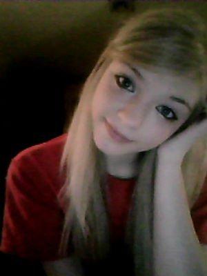 c'est parfois dans un regard , dans un sourire , que sont cachés les mots qu'on a jamais su dire.