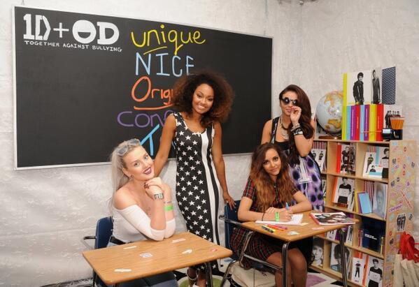 Le 10/8/13 dans les backstage des TCA+ Perrie et Zayn