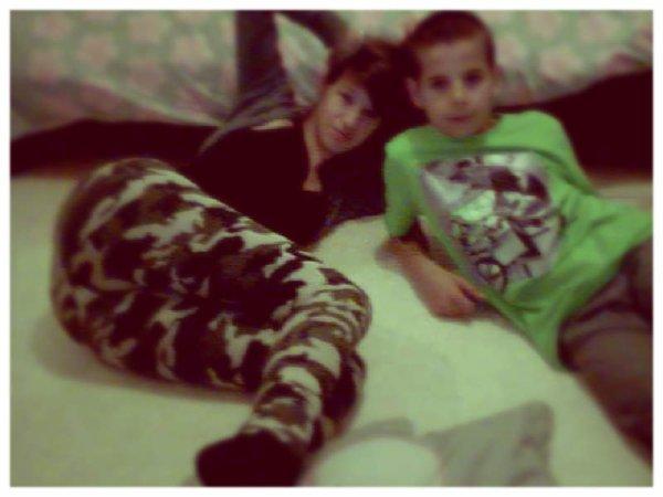 Le petit frère et moi ;$♥.
