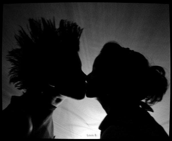 » J'ai des papillons dans le ventre et un sourire sur le visage, je suis a tes côtés.