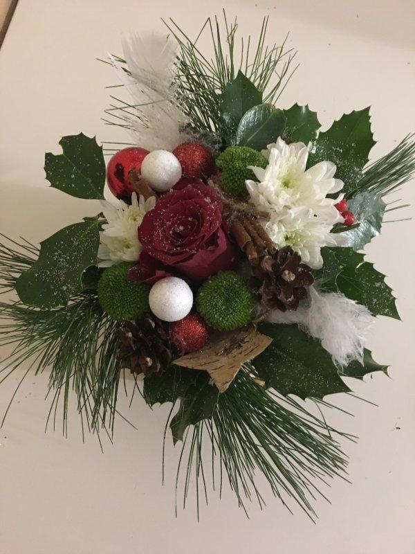 Petits bricolages de Noël, ateliers gratuits offerts par la mairie aux adultes et enfants ...ceux ci ont été fait par ma fille et moi, on l'appelle: Charlotte florale....