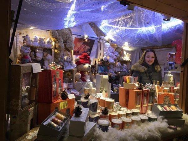 C'est la période festive de Noël....illuminations, les doux géants envahissent la ville, feu d'artifice....moi j'adore !