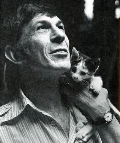 Célébrités et chats: saurez vous les reconnaître ?? J'ai reconnu Jonh Travolta, c'est peu ....j'attends votre aide ......