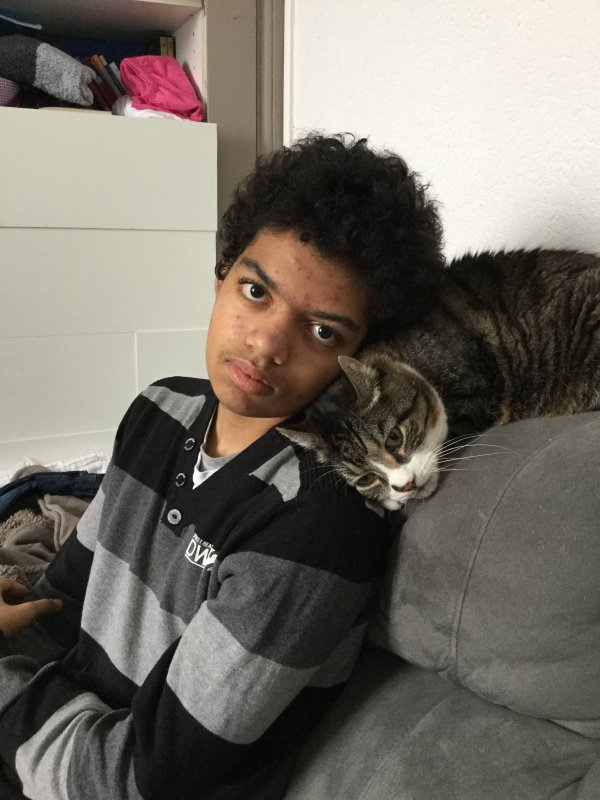 Nathaniel et Mickey son chat de douze ans