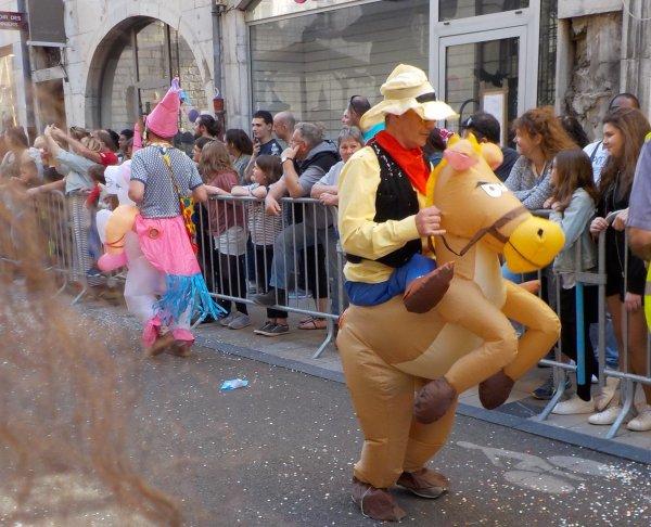 Carnaval de Besançon, première année où j'y vais, il y a eu un temps magnifique, avril 2017 !!!