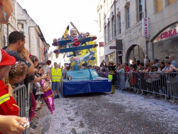 Carnaval de Besançon, avril 2017 !!! suite ...j'ai bien aimé cette invitation au voyage !