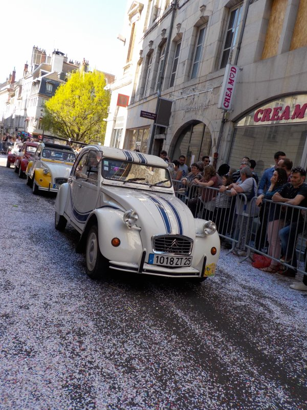 Carnaval de Besançon, avril 2017 !!! suite ...petit interlude : vieilles Deudeuches!
