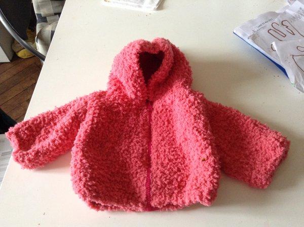 Petits ouvrages tricotés pour bébé....et gilet lapins pour Lilly