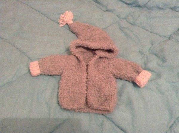 Petits tricots pour bébé...encore quelques finitions à faire.