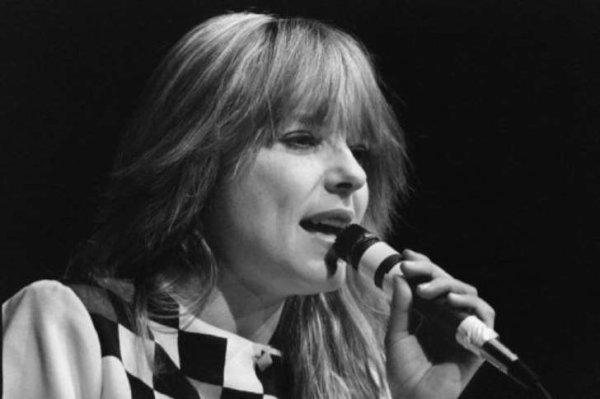 La chanteuse France a tiré sa révérence cette nuit pour rejoindre Michel Berger dans son Paradis blanc....je fais un hommage car c'étaient mes deux chanteurs des années 80 préférés, et, même encore après!