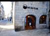 À Besançon, nous avons le plaisir d'avoir le café des Félins.....alors quand je descends je vais me ressourcer chez eux, c'est génial.....ne pas diffuser et ne pas prendre les photos....j'ai promis alors je tiens mes promesses....MERCI!