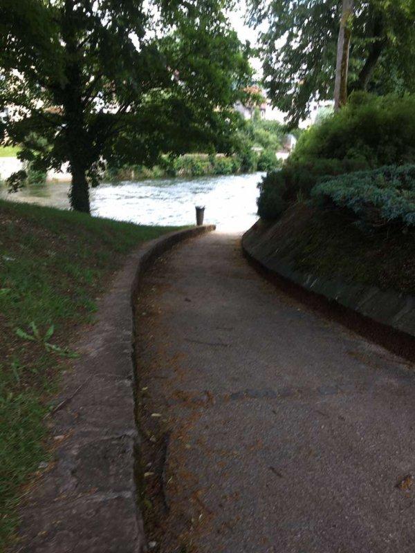 Le Doubs est bien haut plus moyen de se promener le long du Doubs