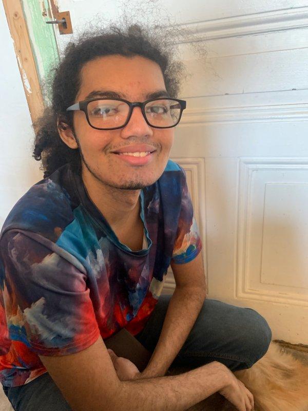 Mon petit fils Nathaniel (19ans) dont je suis très fière, il passe en troisième année de programmeur de jeux vidéos