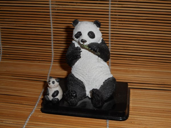 panda figurine 1
