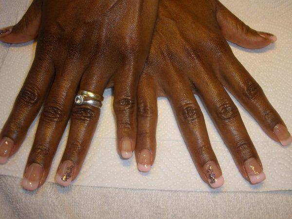 les ongles de Bianca après le modelage. Merci bianca & à bientôt