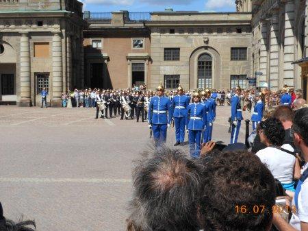 suede releve garde royale mardi 16 juillet 2013