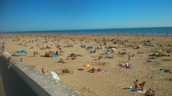 Vacances. En Vendée. A bretignolles. Sur mer beau temps. Mais mer froide. Mdr